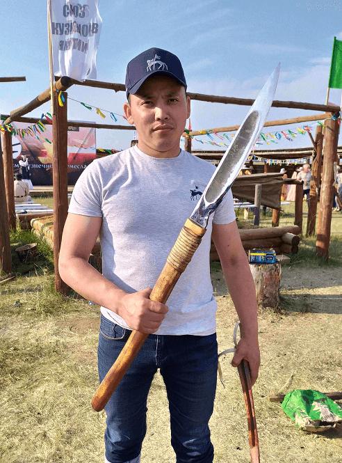 Игорь Лебедев - Якутский кузнец с Батыйа