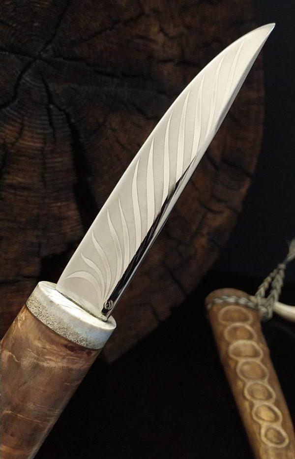 Якутский нож с ножнами из кожи хвоста.